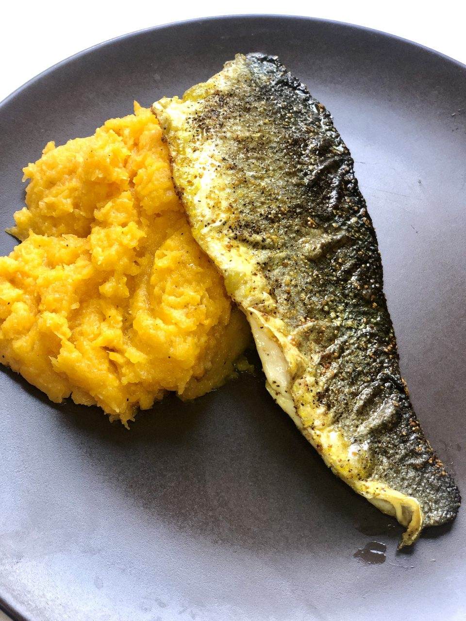 Indian spiced fish with mashed pumpkin